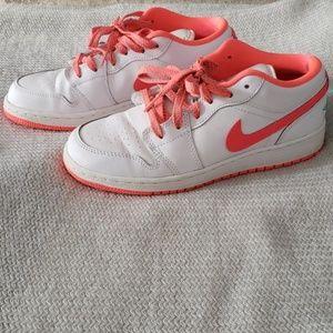 Girls Like New Nike Air Jordan sneakers!